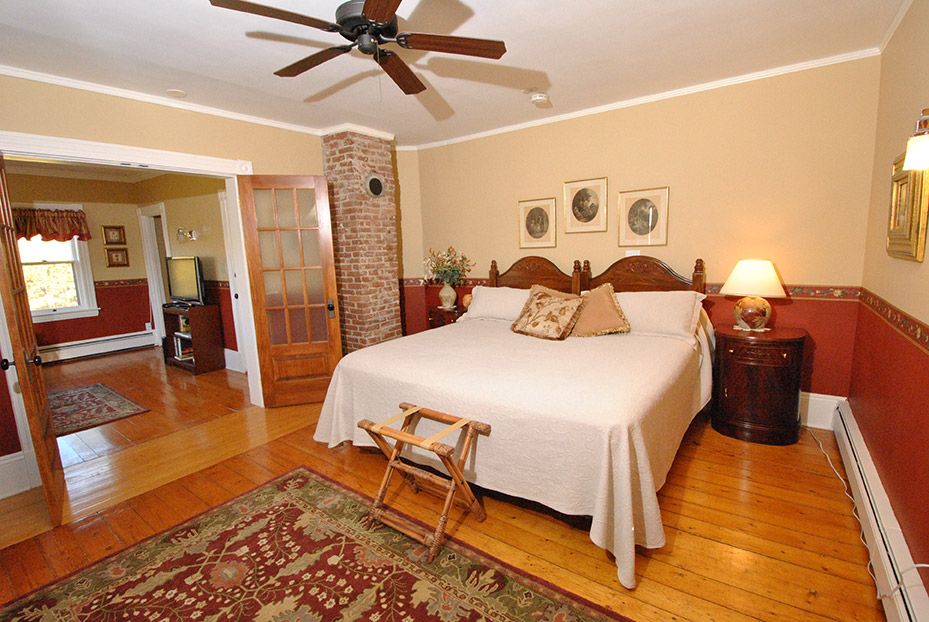 curtis-suite-bedroom
